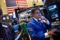Nhiều mối lo, chứng khoán lao dốc, vàng, dầu cũng giảm mạnh