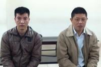 Hai đối tượng người Trung Quốc dùng ATM giả rút tiền của ngân hàng Việt
