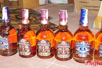 Cặp vợ chồng chuyên làm giả rượu Chivas bán lẻ lĩnh án