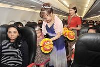 Lãnh đạo Vietjet đón trung thu cùng trẻ em cơ nhỡ