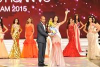 Người đẹp biển Vietjet đoạt vương miện Hoa Hậu Hoàn Vũ Việt Nam 2015