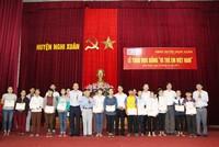 """Học bổng """"Vì trẻ em Việt Nam"""" đến với học sinh nghèo vượt khó Nghệ An, Hà Tĩnh"""