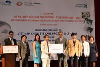 Standard Chartered tài trợ 2,25 triệu USD cho các dự án chăm sóc mắt tại Việt Nam
