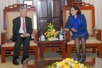 Fed chia sẻ quan điểm điều hành lãi suất với Ngân hàng Nhà nước Việt Nam