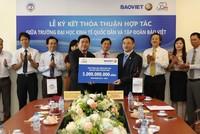 Tập đoàn Bảo Việt tài trợ 5 tỷ đồng cho trường Đại học Kinh tế Quốc dân