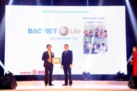 Bảo Việt Nhân thọ nhận Giải thưởng Tin & Dùng Việt Nam 2015