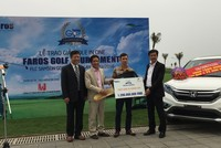 """Trúng """"hole in one"""", golfer được Pjico trao giải thưởng Honda CRV"""