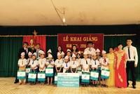 Fubon Life Việt Nam trao quà ngày khai trường cho trẻ em nghèo