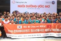 Hanwha Life Việt Nam tặng học bổng cho học sinh nghèo
