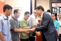 Hanwha Life Việt Nam trao tặng hơn 6.897 thẻ bảo hiểm y tế cho người nghèo