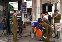 Hai cây xăng ở Hà Nội sử dụng điều khiển từ xa để gian lận