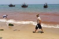 Xuất hiện vệt nước dài 1,5 km màu đỏ sát bờ biển Quảng Bình