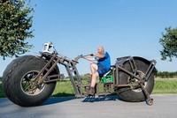Thử sức với chiếc xe đạp 2 bánh khổng lồ nặng gần 950kg