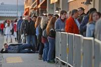 Cảnh người Mỹ hào hứng trong ngày mua sắm Black Friday