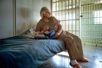'Siêu lừa' Bernard Madoff sống nhàn hạ trong tù