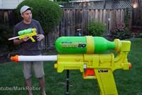 Sức mạnh của súng bắn nước lớn nhất thế giới