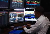 Tuần qua khối ngoại mua ròng gần 20 tỷ đồng, bán ròng mạnh VIC và EVE