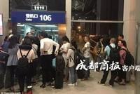 Hàng trăm khách mắc kẹt lại sân bay vì cơ trưởng... cầm nhầm hộ chiếu