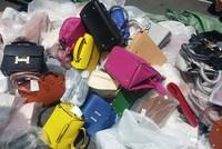 """Hàng nghìn """"Dior"""", """"Hermes"""", """"Louis Vuitton"""" được làm giả tại Hà Nội"""