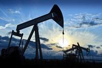 """Giá dầu """"âm thầm"""" giảm thêm 20%"""