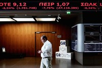 TTCK Hy Lạp giảm kỷ lục ngay ngày đầu tiên mở cửa