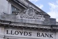 Anh bán 3 tỷ USD cổ phần tại Lloyds Bank