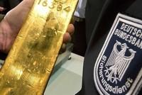 Giá vàng 7/10: Vàng khởi sắc, USD lao dốc mạnh