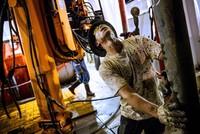 IEA: Thị trường dầu mỏ tiến dần tới cân bằng