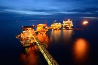 IEA: Thị trường dầu mỏ sẽ cân bằng vào năm 2017