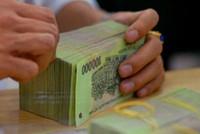 Lương nhân viên ngân hàng sụt giảm