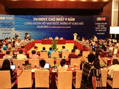 Chứng khoán Việt Nam lên đỉnh 9 năm có yếu tố ảo?