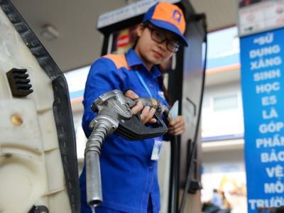 Giá xăng tăng lần thứ 5 liên tiếp trong 2 tháng, vượt 18.000 đồng/lít