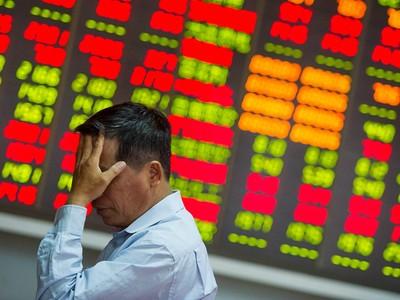 Chứng khoán Trung Quốc lao dốc sau 1 tháng trầm lắng