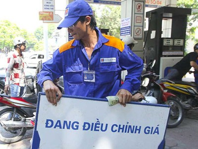 Từ 15h hôm nay (4/1), giá dầu đồng loạt tăng, giữ nguyên giá xăng
