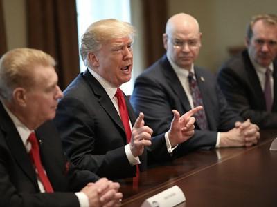 Sẵn sàng chiến tranh thương mại với Trung Quốc, Trump tăng thuế nhôm thép
