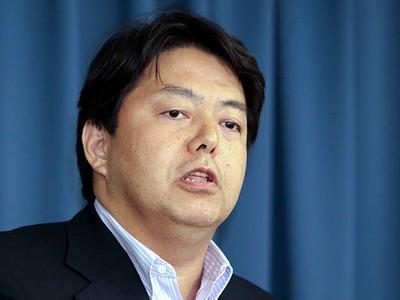 Bộ trưởng Giáo dục Nhật Bản xin lỗi vì dùng xe công tới phòng tập yoga