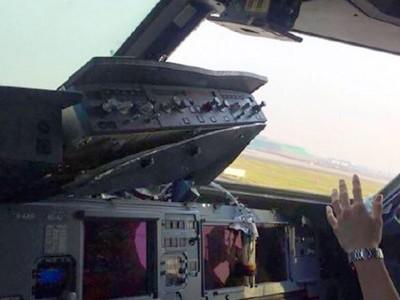 Máy bay Trung Quốc rơi cửa kính, cơ phó bị hút nửa người ra ngoài