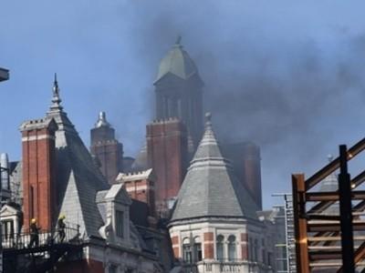 Cháy khách sạn 5 sao tại Anh