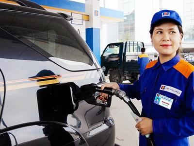 Giá xăng có thể chịu tới 8.000 đồng thuế môi trường