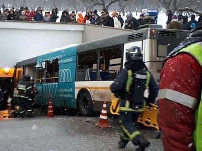 Lao xe vào hầm đi bộ tại Moscow, 5 người thiệt mạng