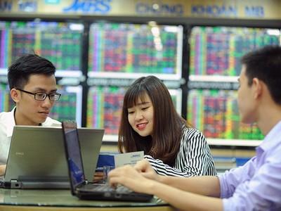 Thị trường chứng khoán Việt Nam: Cơ hội lớn hơn rủi ro