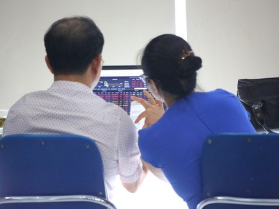 UBCK cam kết thực hiện các giải pháp nâng hạng thị trường chứng khoán