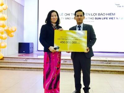 Sun Life Việt Nam chi trả hơn 450 triệu đồng quyền lợi bảo hiểm bệnh hiểm nghèo cho khách hàng