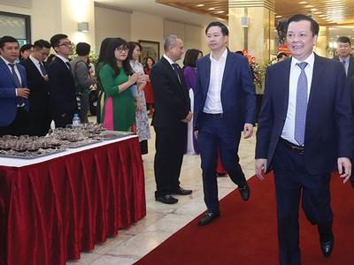 Nhất quán phát triển thị trường chứng khoán Việt Nam hiện đại