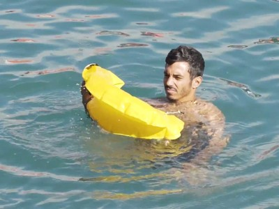 Phao cứu sinh tự phồng khi ném xuống nước với kích thước vô cùng nhỏ gọn