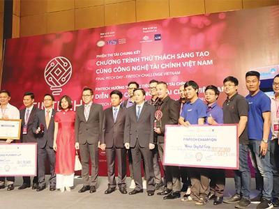 """Để """"đường quang"""" cho FinTech Việt: Cần sự bảo hộ của Chính phủ"""