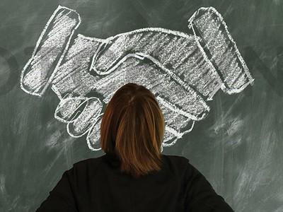 """M&A bằng """"niềm tin"""", doanh nghiệp ôm đống nợ"""