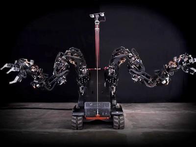 Guardian GT: robot với hai cánh tay dài hơn 2 m, nâng được 454 kg, vận hành nhờ cử động của người