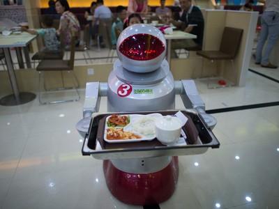 Nhà hàng robot nấu và phục vụ thức ăn