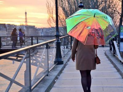 Oombrella - chiếc ô thông minh cảnh báo thời tiết, báo hiệu chống mất